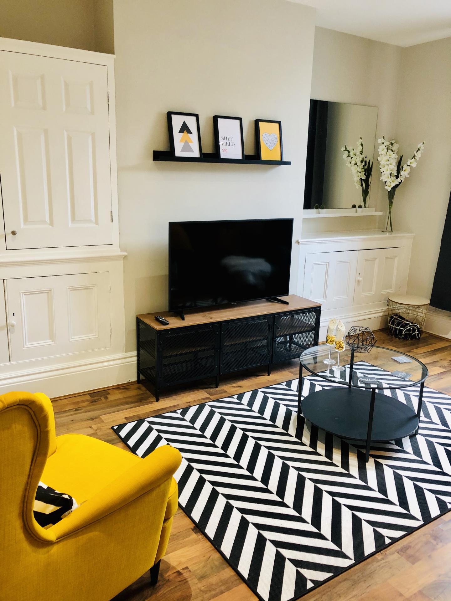 TV at Glossop Road Apartment, Broomhall, Sheffield - Citybase Apartments