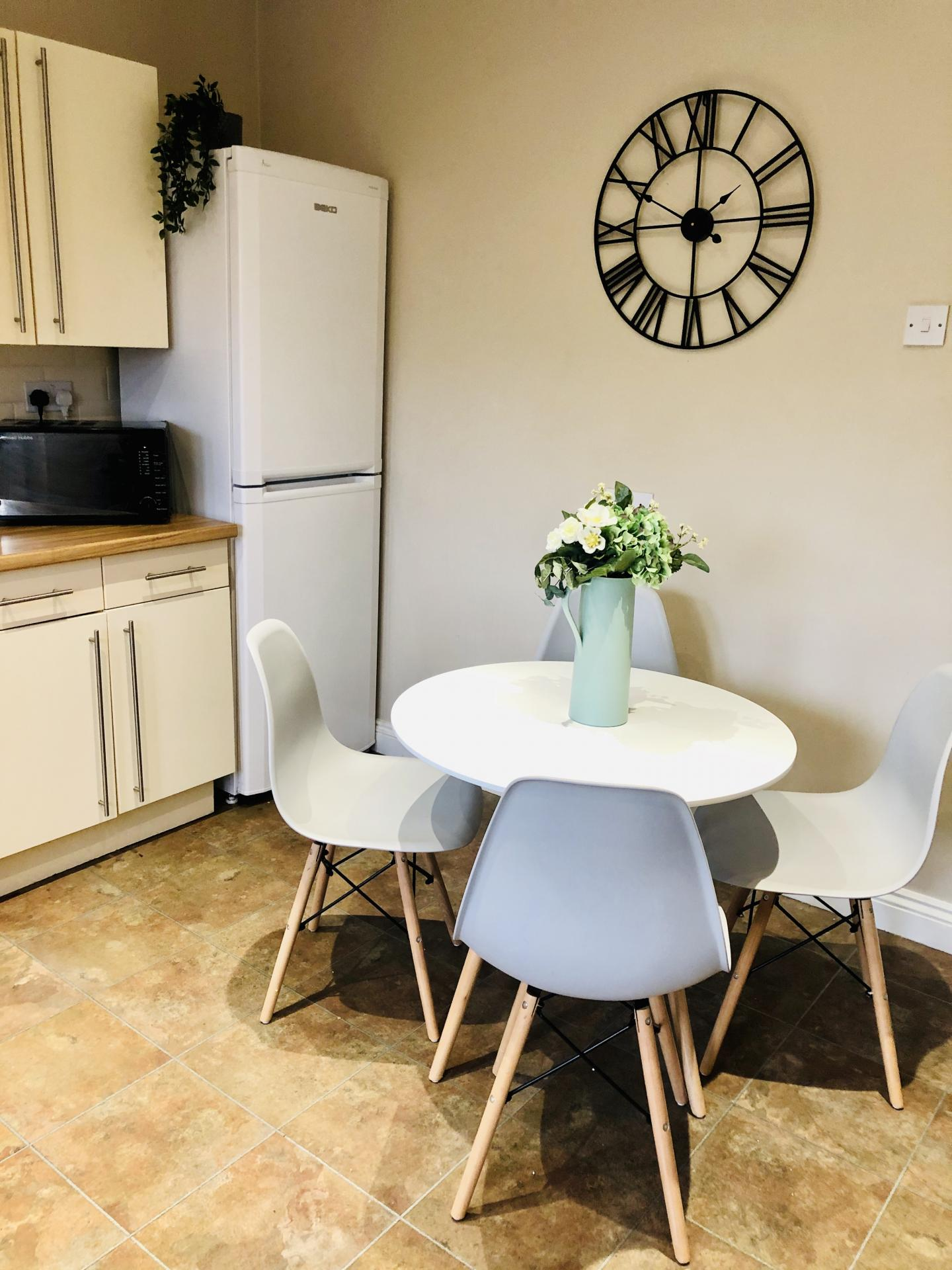 Kitchen table at Glossop Road Apartment, Broomhall, Sheffield - Citybase Apartments