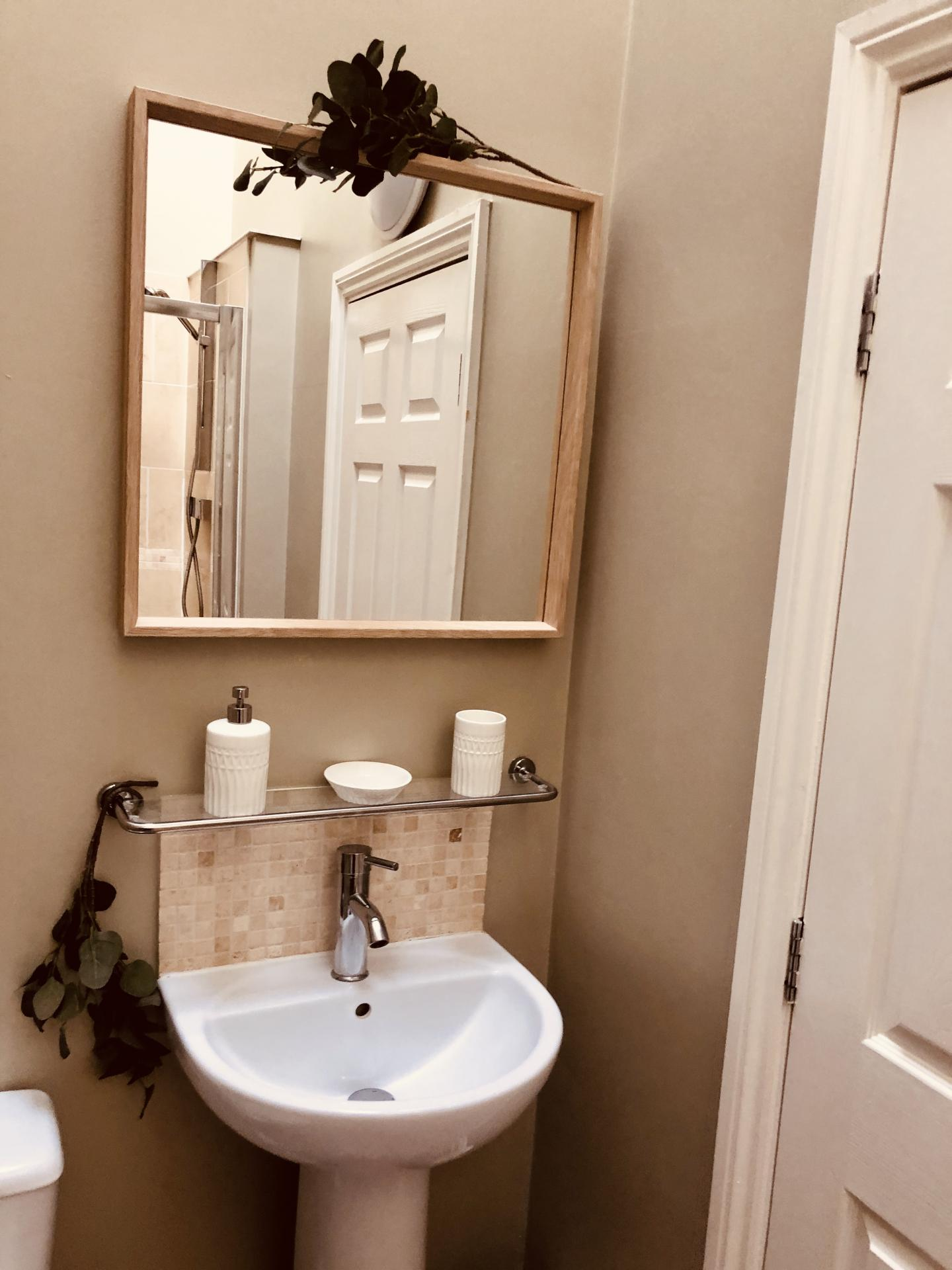 Bathroom at Glossop Road Apartment, Broomhall, Sheffield - Citybase Apartments