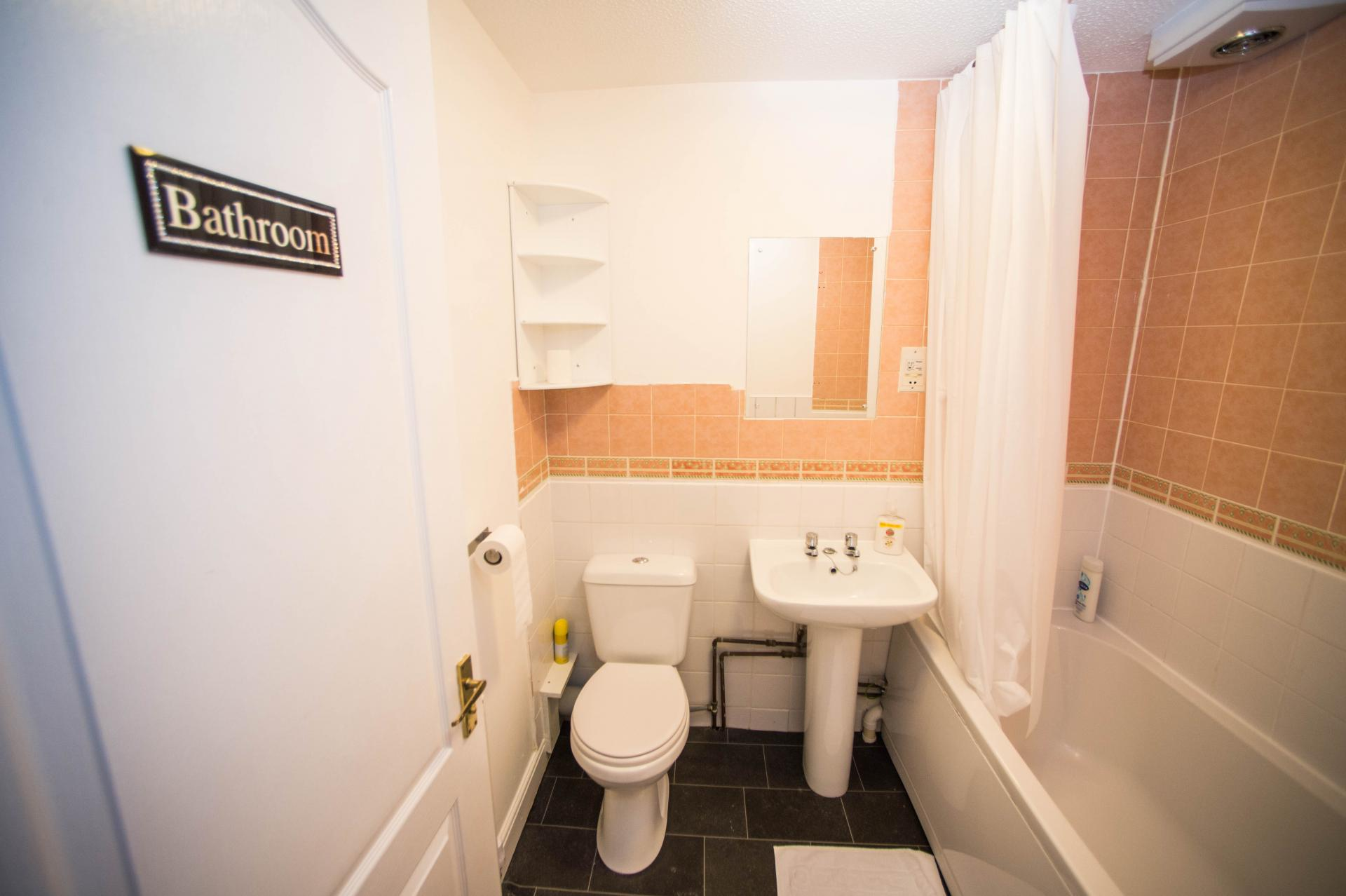 Bathroom at Glasgow Finnieston Apartment, Finnieston, Glasgow - Citybase Apartments