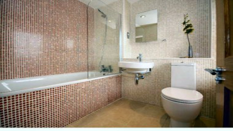 Stylish bathroom in Montague Apartments - Citybase Apartments