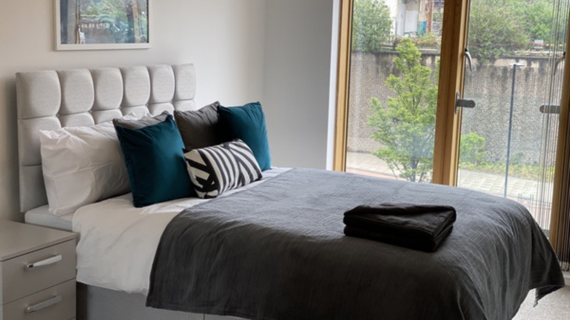 Double bed at Quarter Blonk Street Apartments, Centre, Sheffield - Citybase Apartments