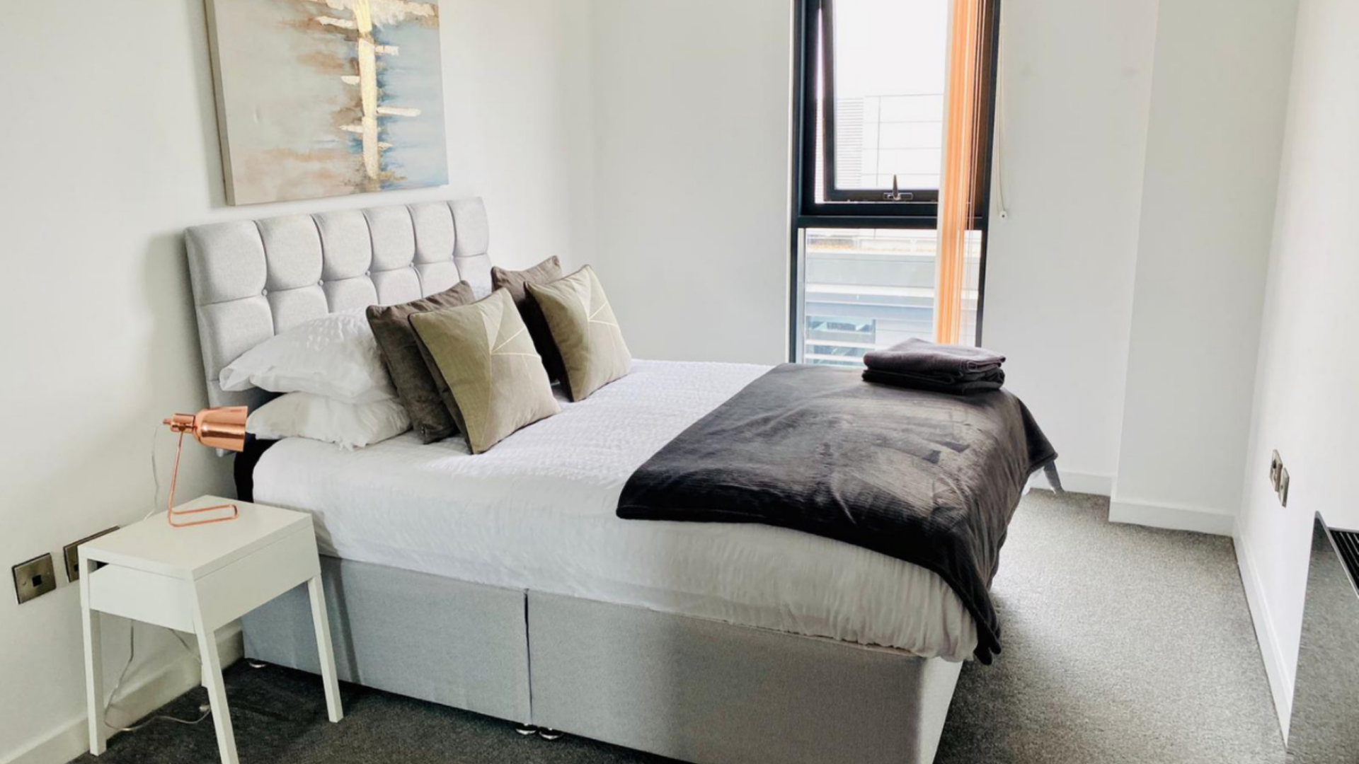 White bedding at Quarter Blonk Street Apartments, Centre, Sheffield - Citybase Apartments