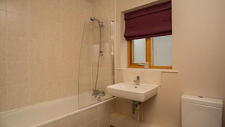 Bath and shower at Hercules Apartments - Citybase Apartments