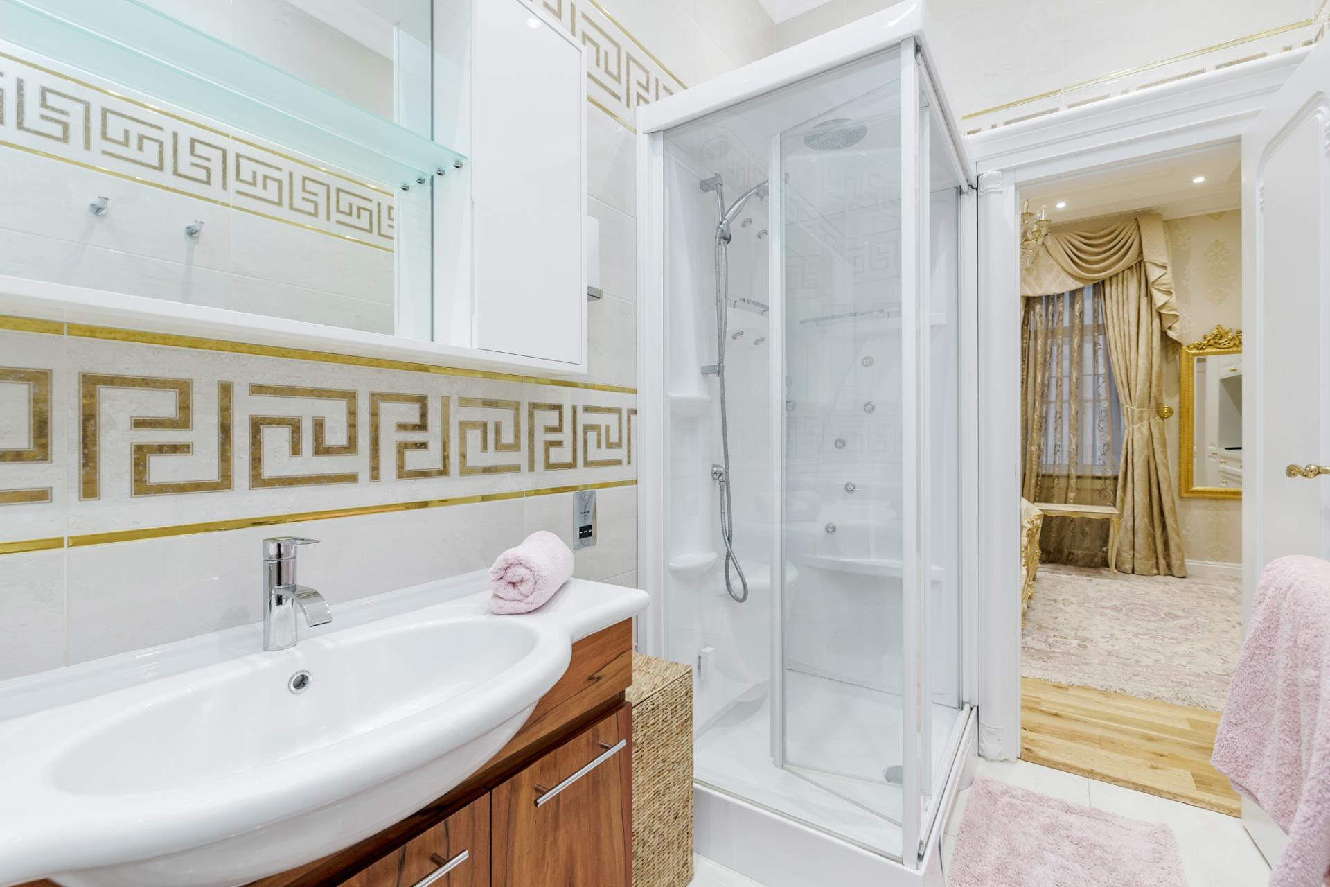 Shower at Grosvenor Square Apartment, Mayfair, London - Citybase Apartments