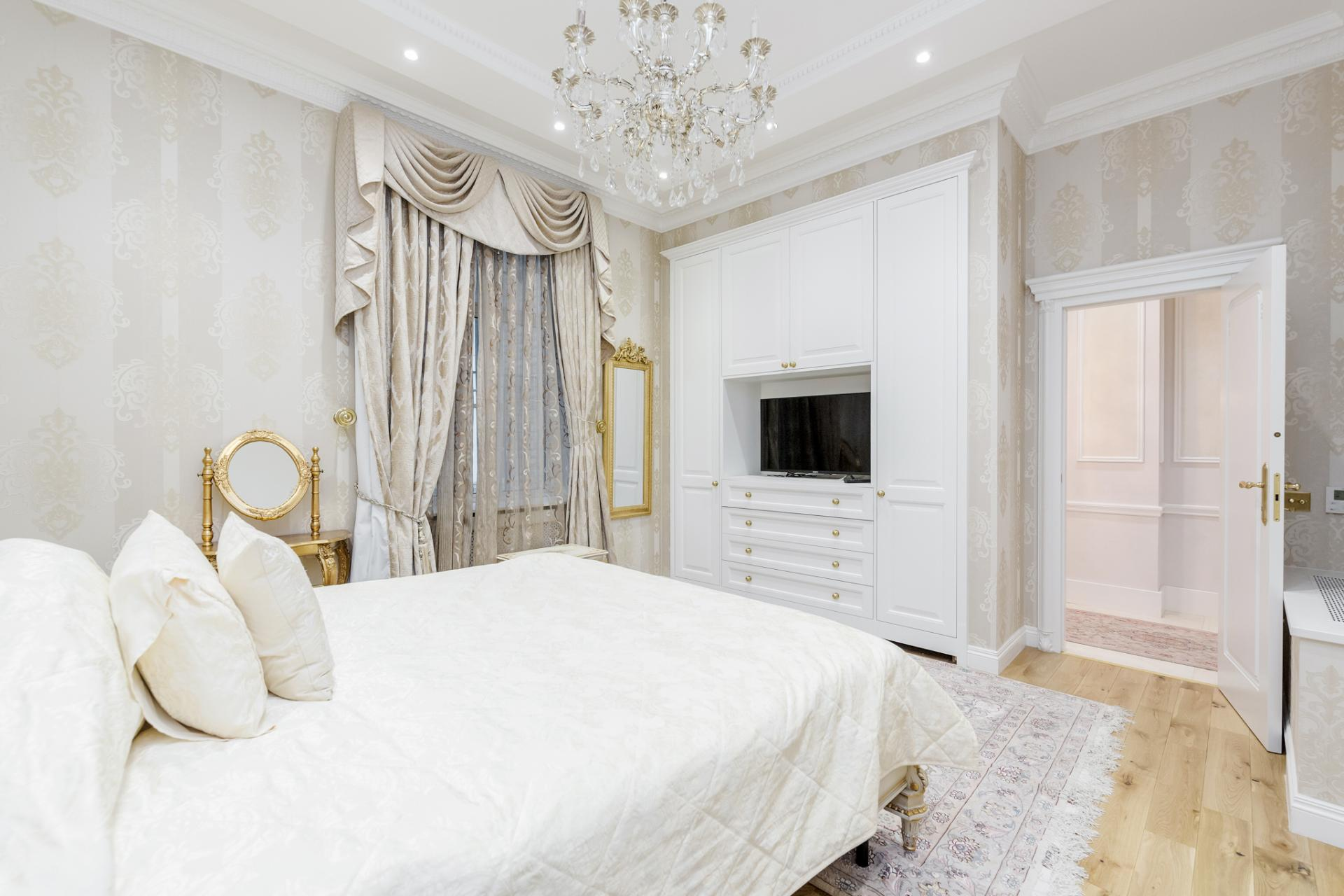 Bed at Grosvenor Square Apartment, Mayfair, London - Citybase Apartments