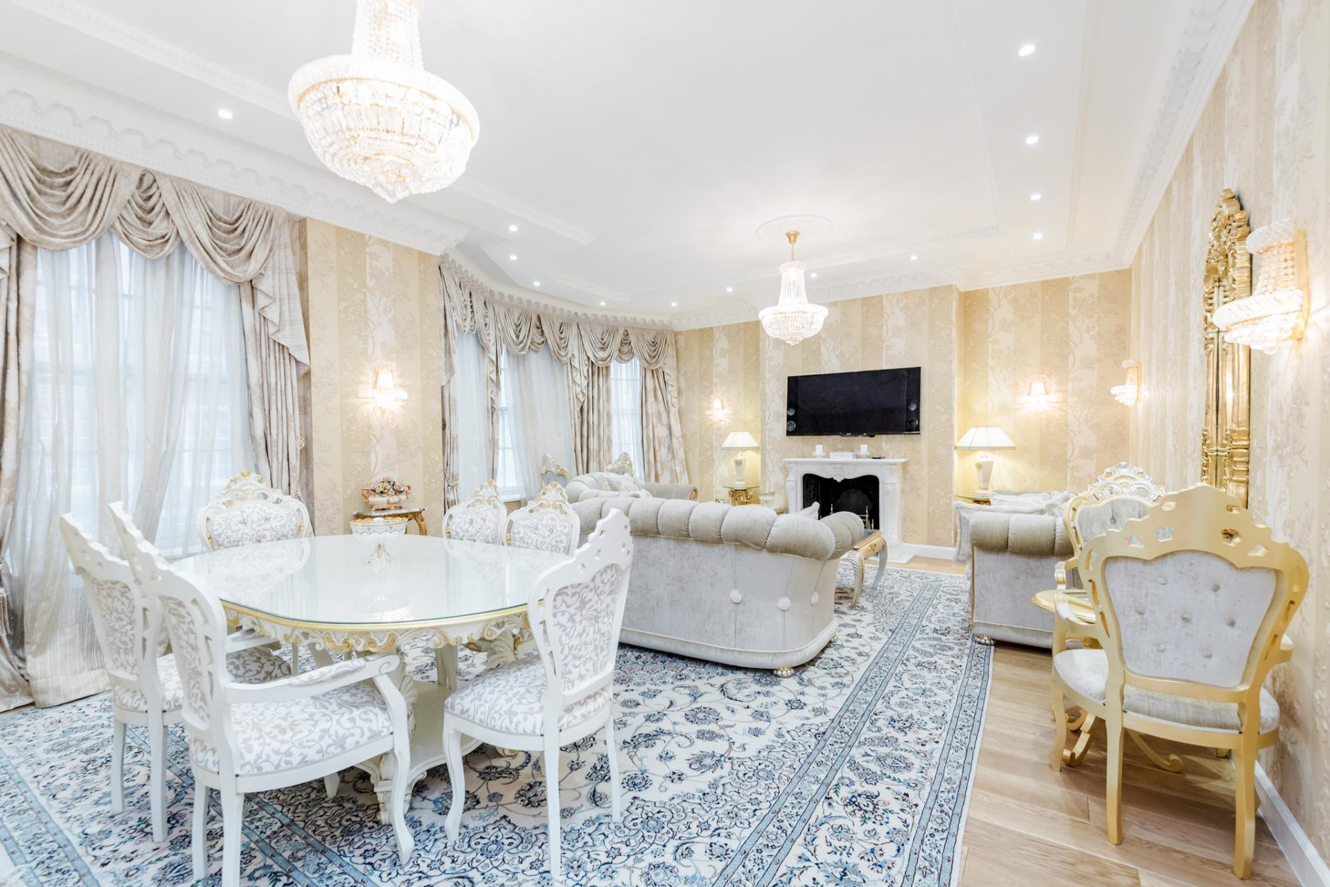 Spacious lounge at Grosvenor Square Apartment, Mayfair, London - Citybase Apartments