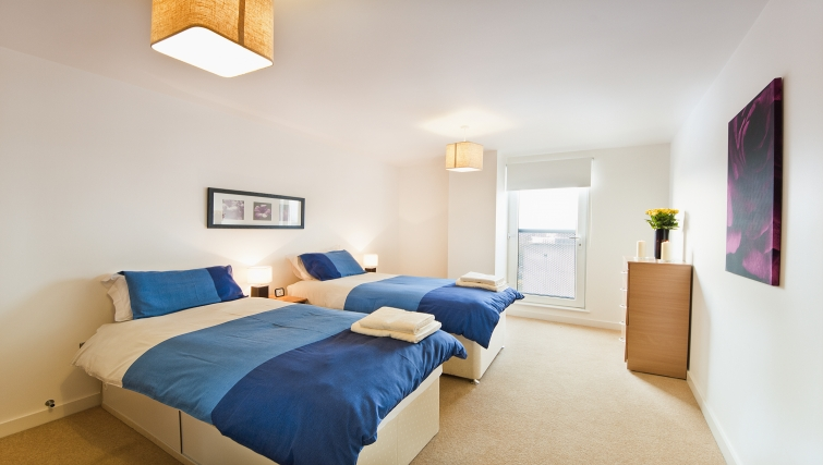 Twin bedroom in Armstrong House - Citybase Apartments
