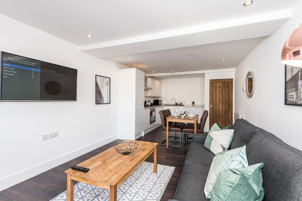 White walls at Stanley Street Serviced Apartments, Centre, Liverpool - Citybase Apartments