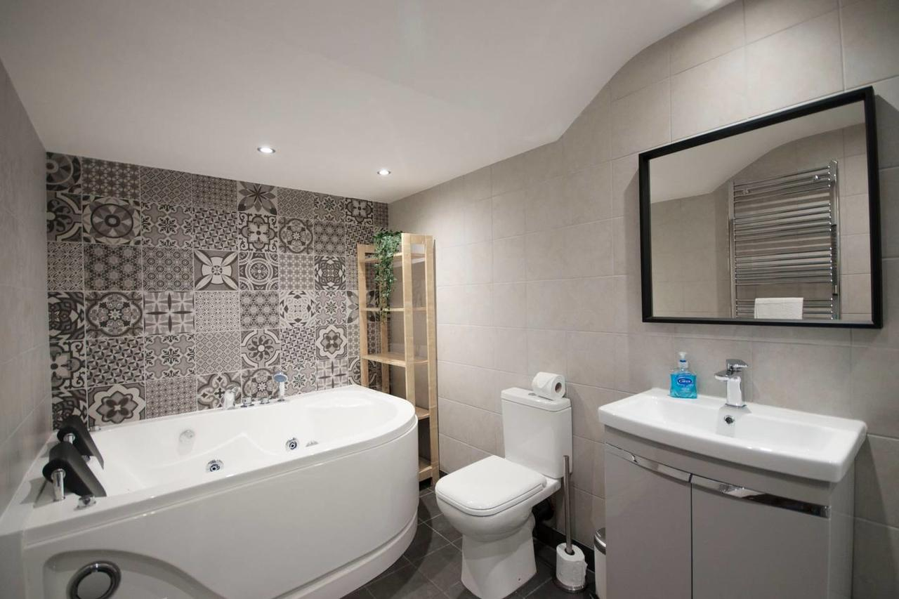 Bath at Falkner Street Apartments, Ropewalks, Liverpool - Citybase Apartments