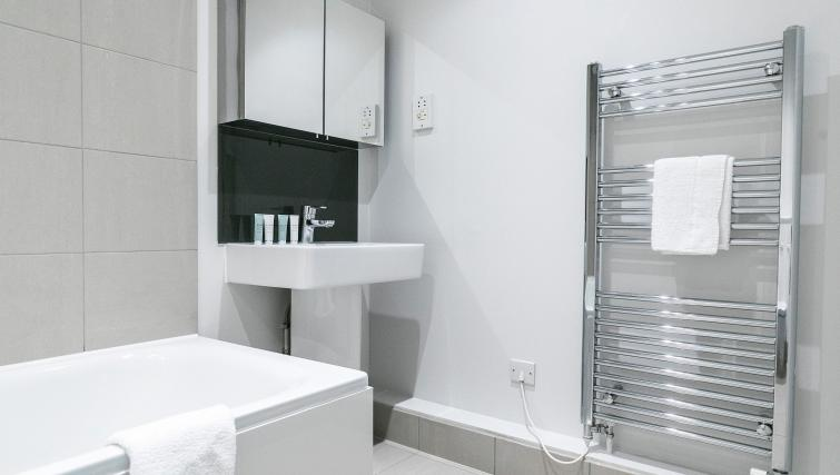 Modern bathroom at Native Fenchurch Street Apartments - Citybase Apartments