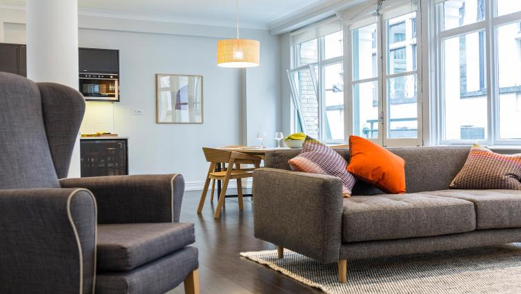 Bright living area at Native Fenchurch Street Apartments - Citybase Apartments