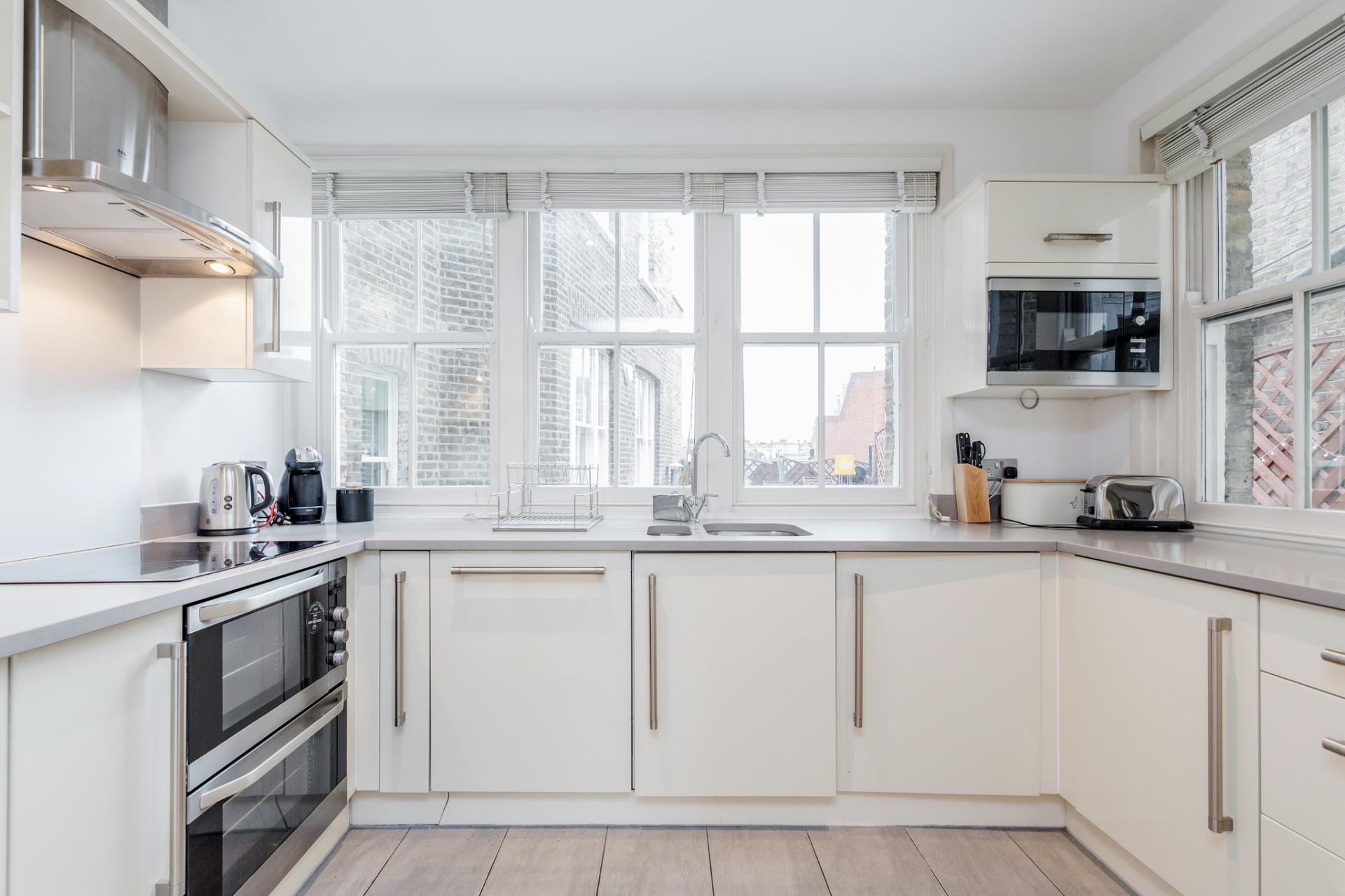 Full kitchen at Eden Close Apartment, Kensington, London - Citybase Apartments
