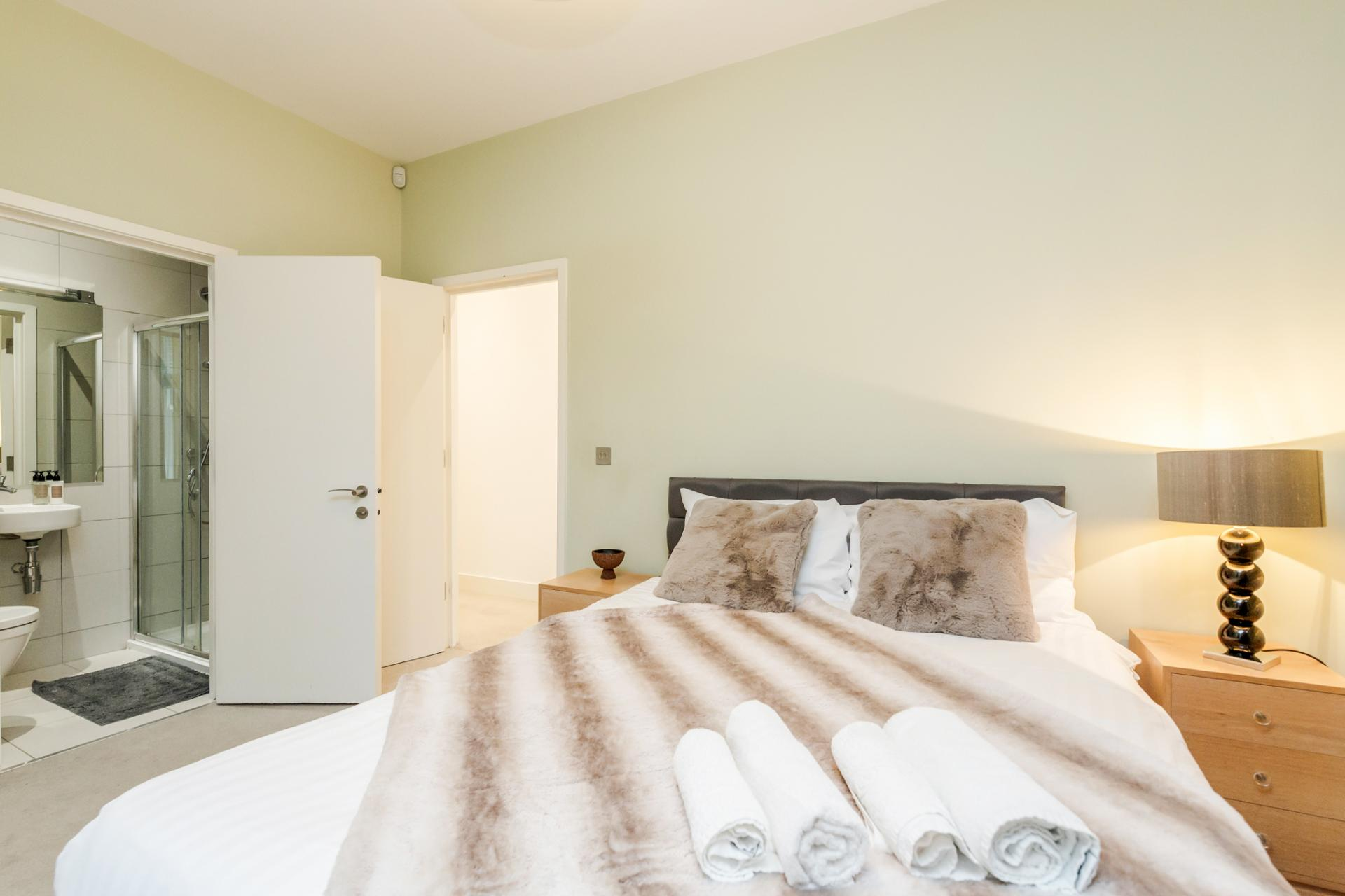 Double bedroom at Eden Close Apartment, Kensington, London - Citybase Apartments
