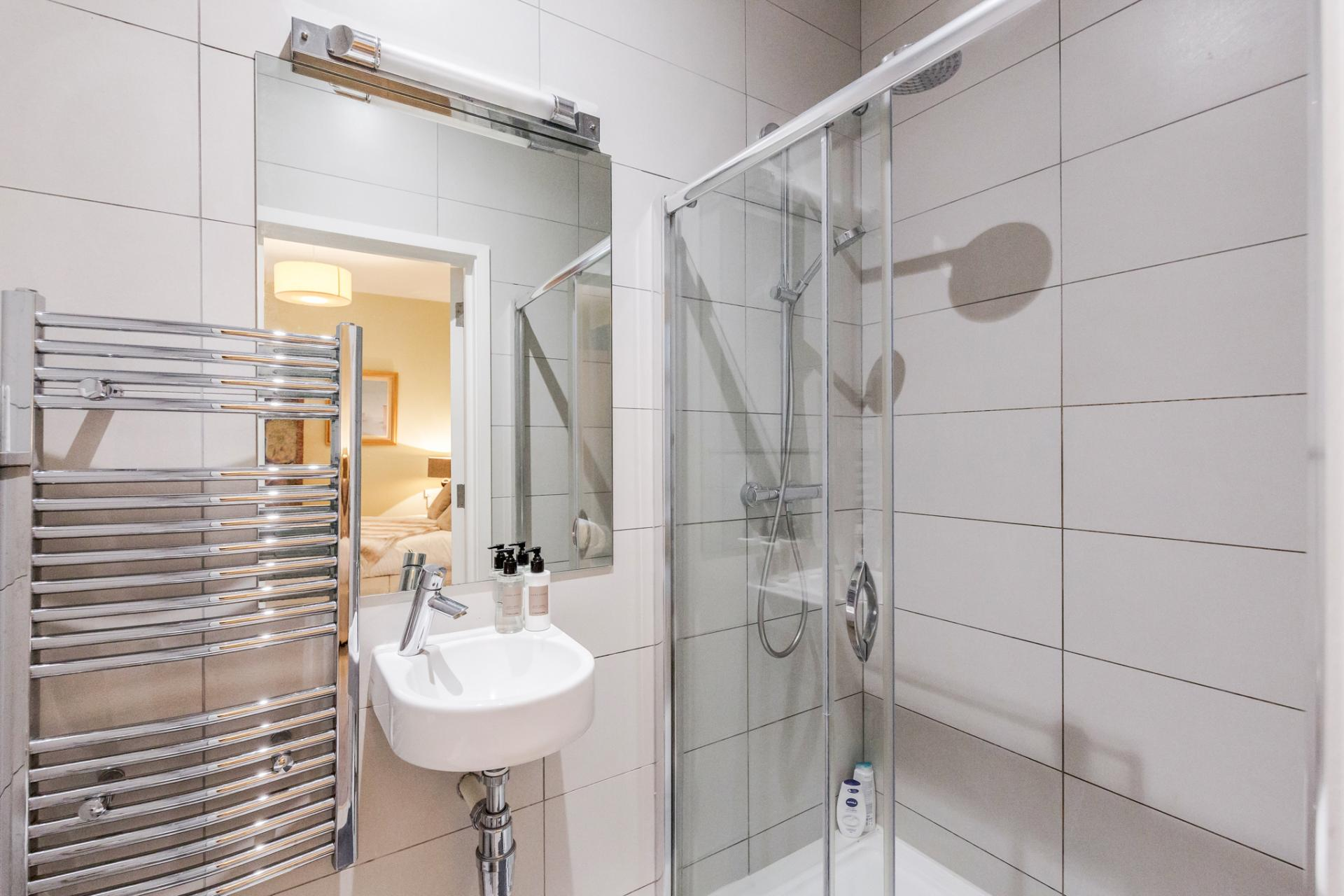 Shower room at Eden Close Apartment, Kensington, London - Citybase Apartments