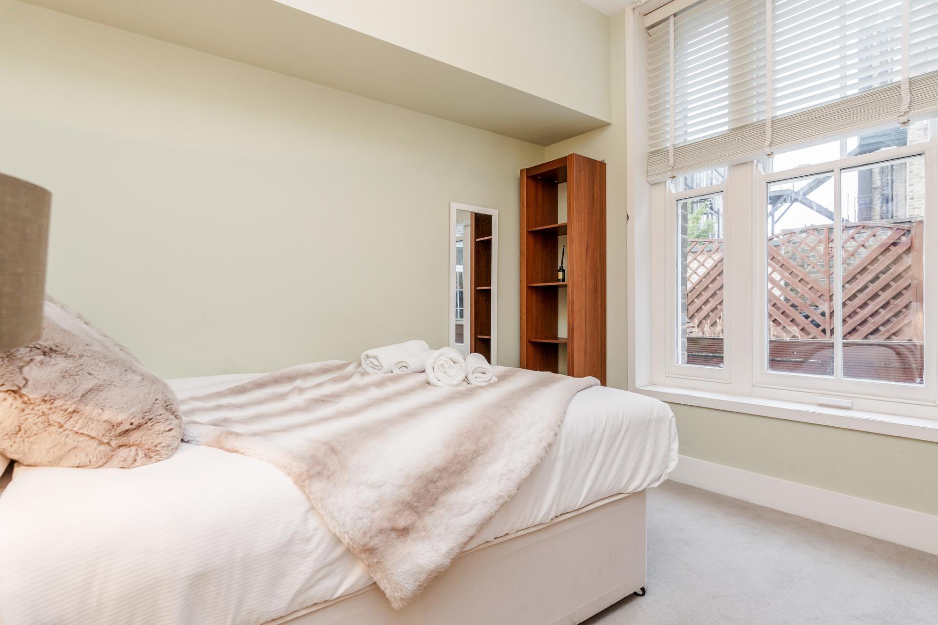 Double bed at Eden Close Apartment, Kensington, London - Citybase Apartments