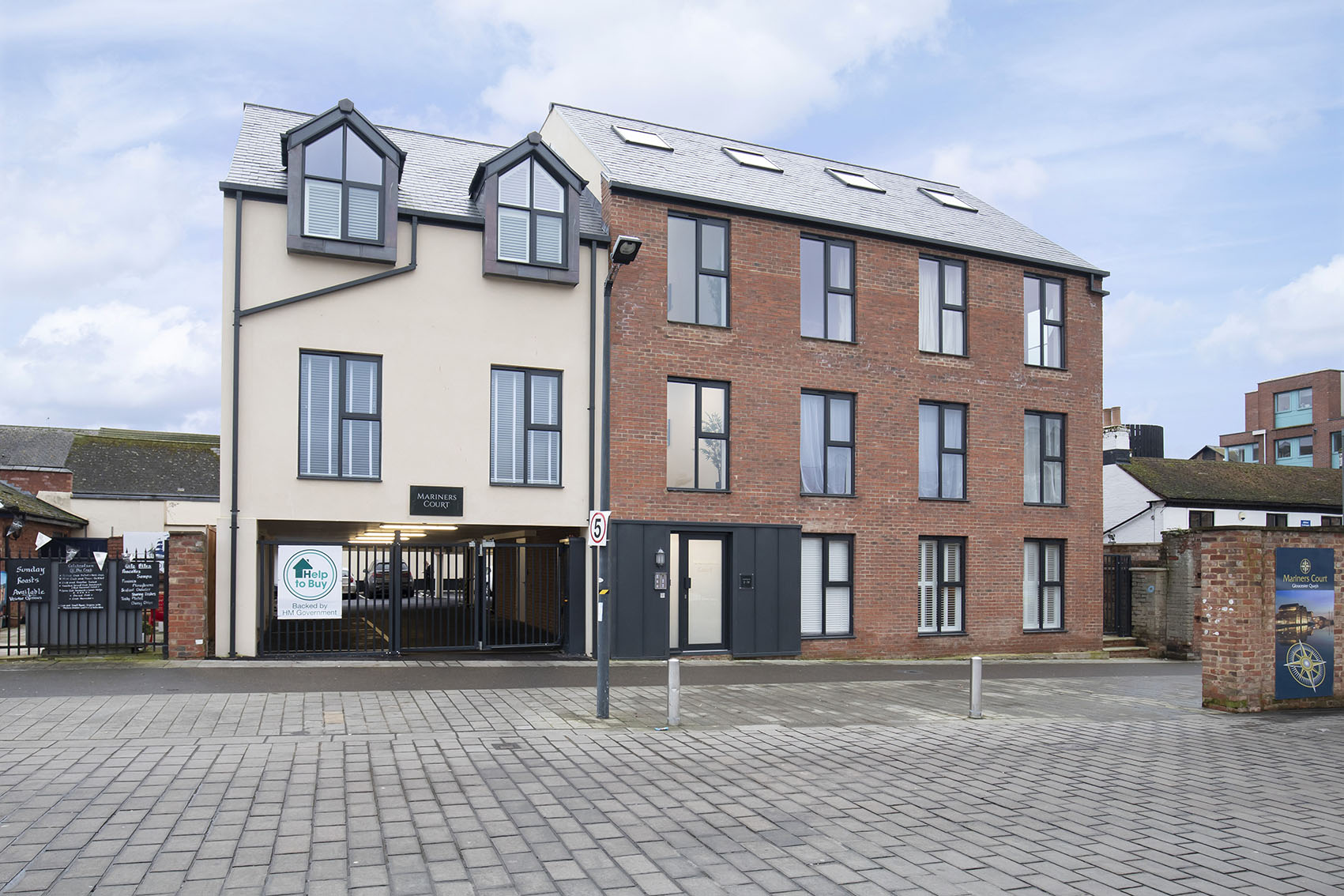 Building of Apartment 12 Mariners Court, The Docks, Gloucester - Citybase Apartments