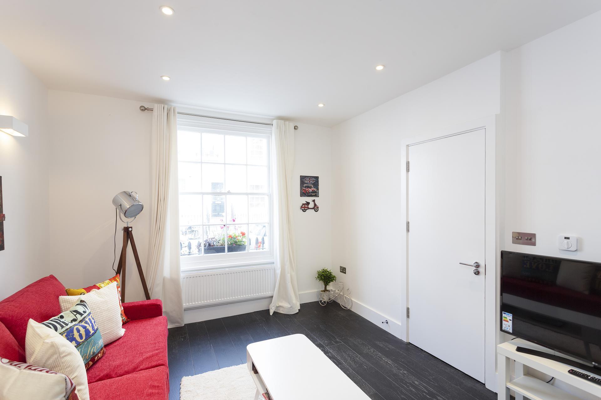TV at Luxury Knightsbridge House, Knightsbridge, London - Citybase Apartments