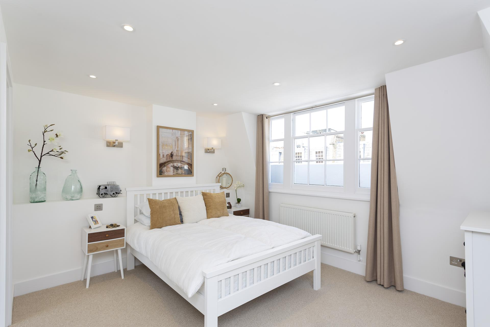 Bed at Luxury Knightsbridge House, Knightsbridge, London - Citybase Apartments