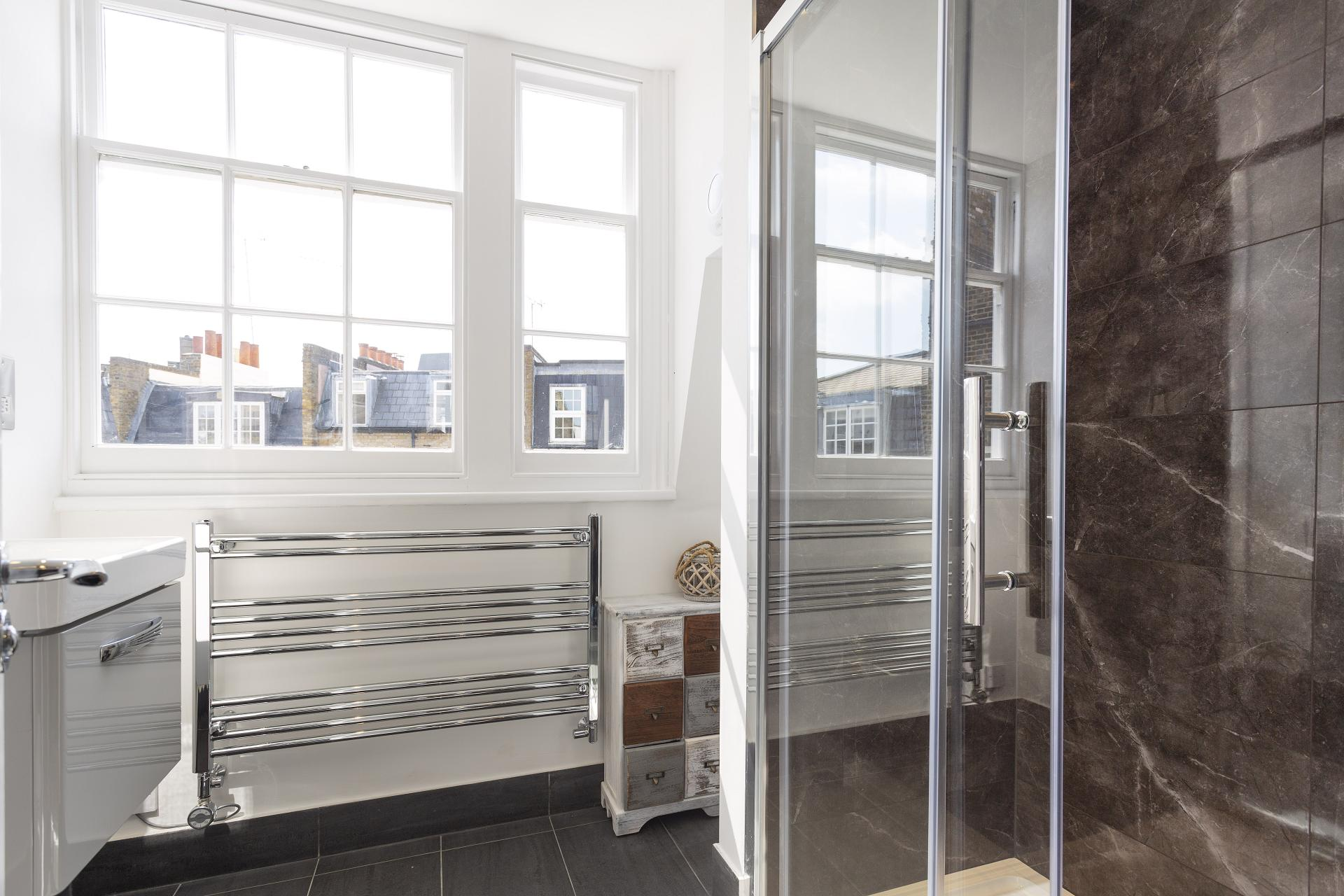 Shower at Luxury Knightsbridge House, Knightsbridge, London - Citybase Apartments