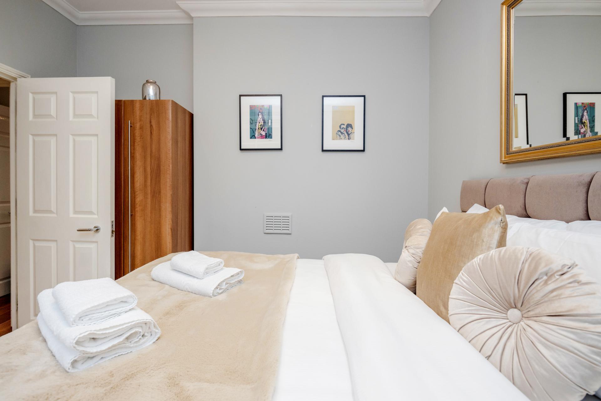 Cosy bed at Kensington High Street, Kensington, London - Citybase Apartments