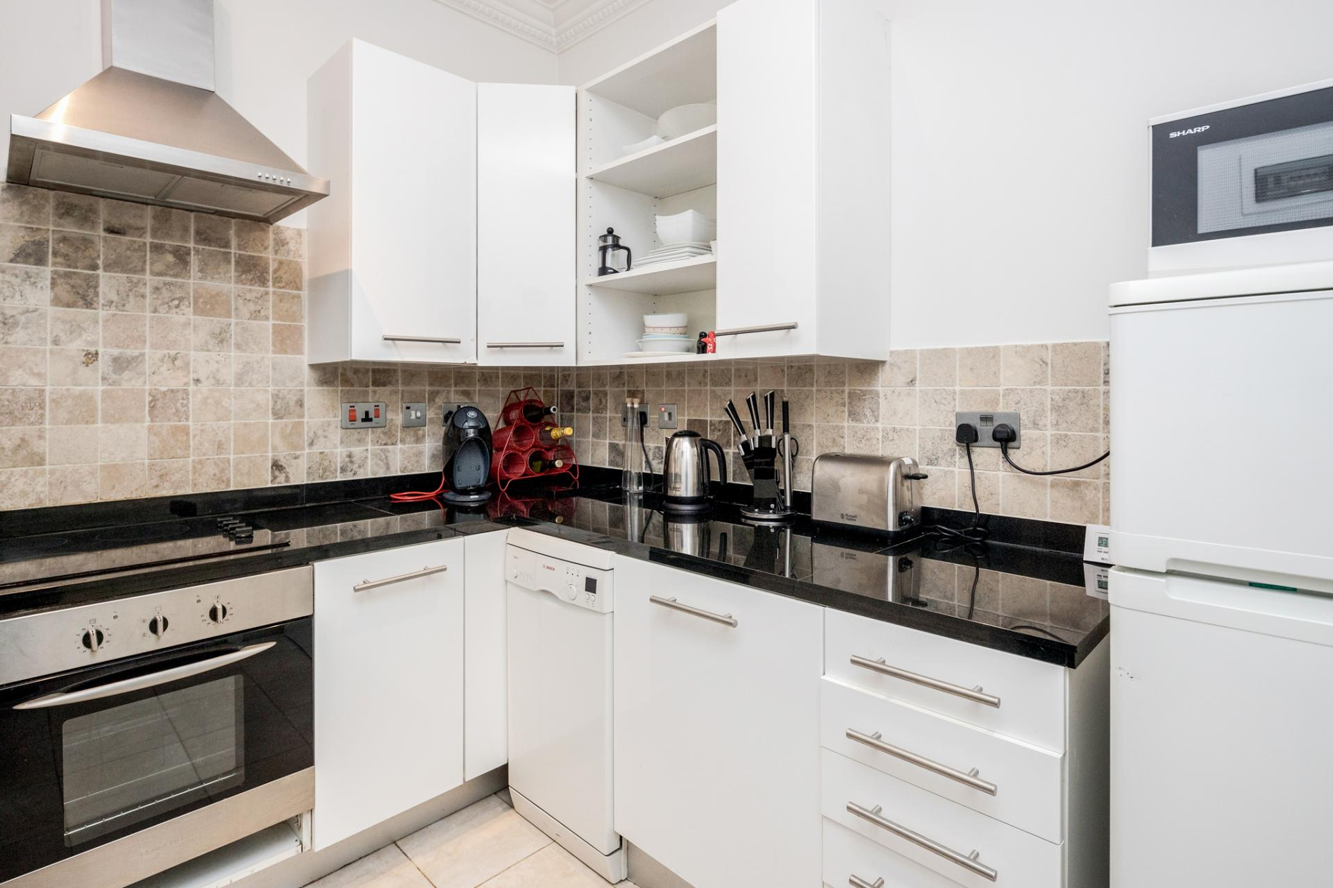 Oven at Kensington High Street, Kensington, London - Citybase Apartments