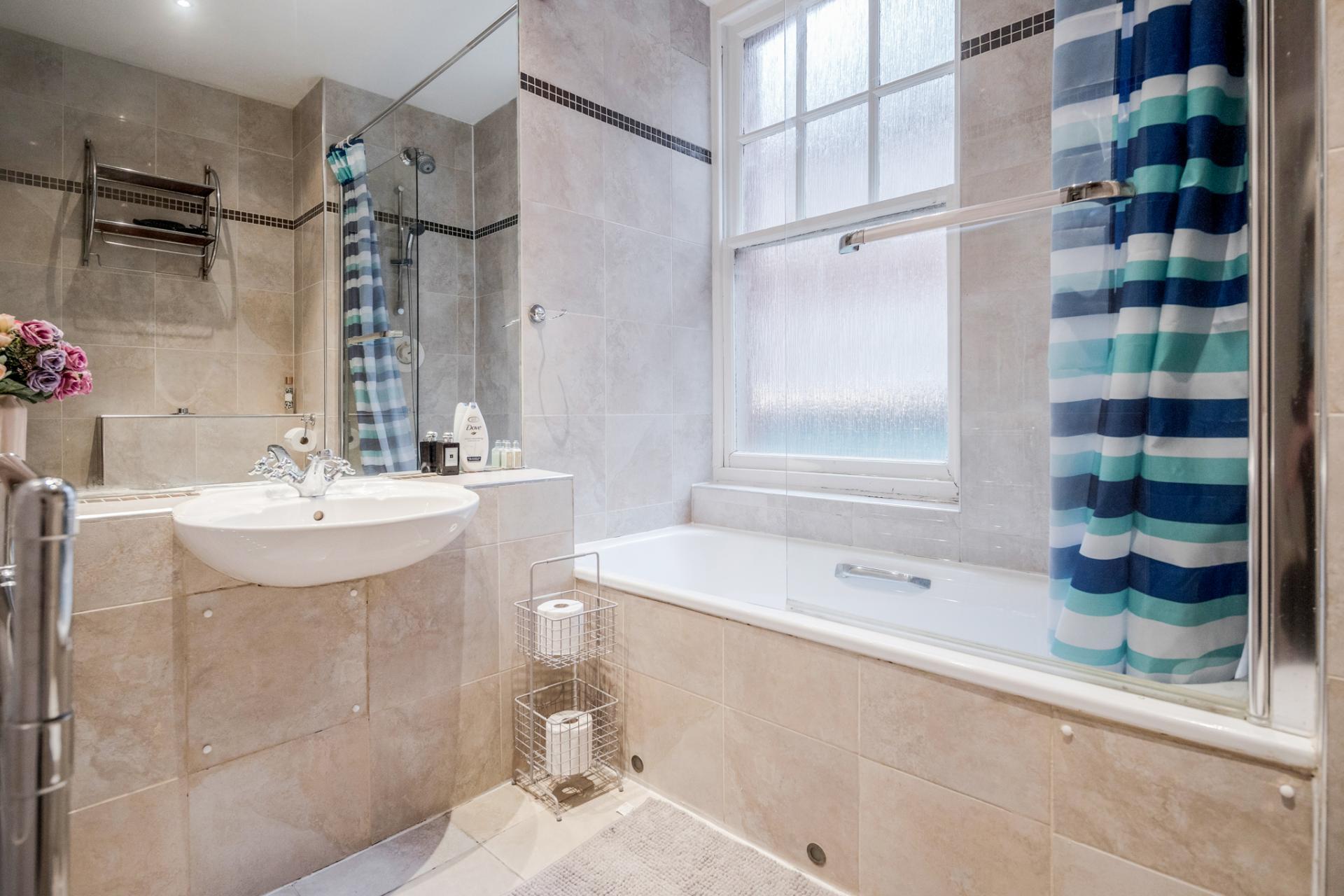 Bathroom at Kensington High Street, Kensington, London - Citybase Apartments