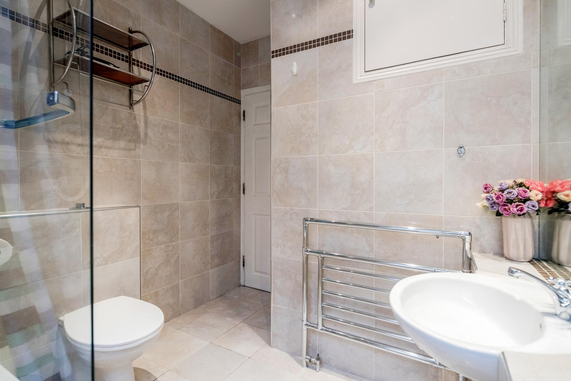 Shower at Kensington High Street, Kensington, London - Citybase Apartments