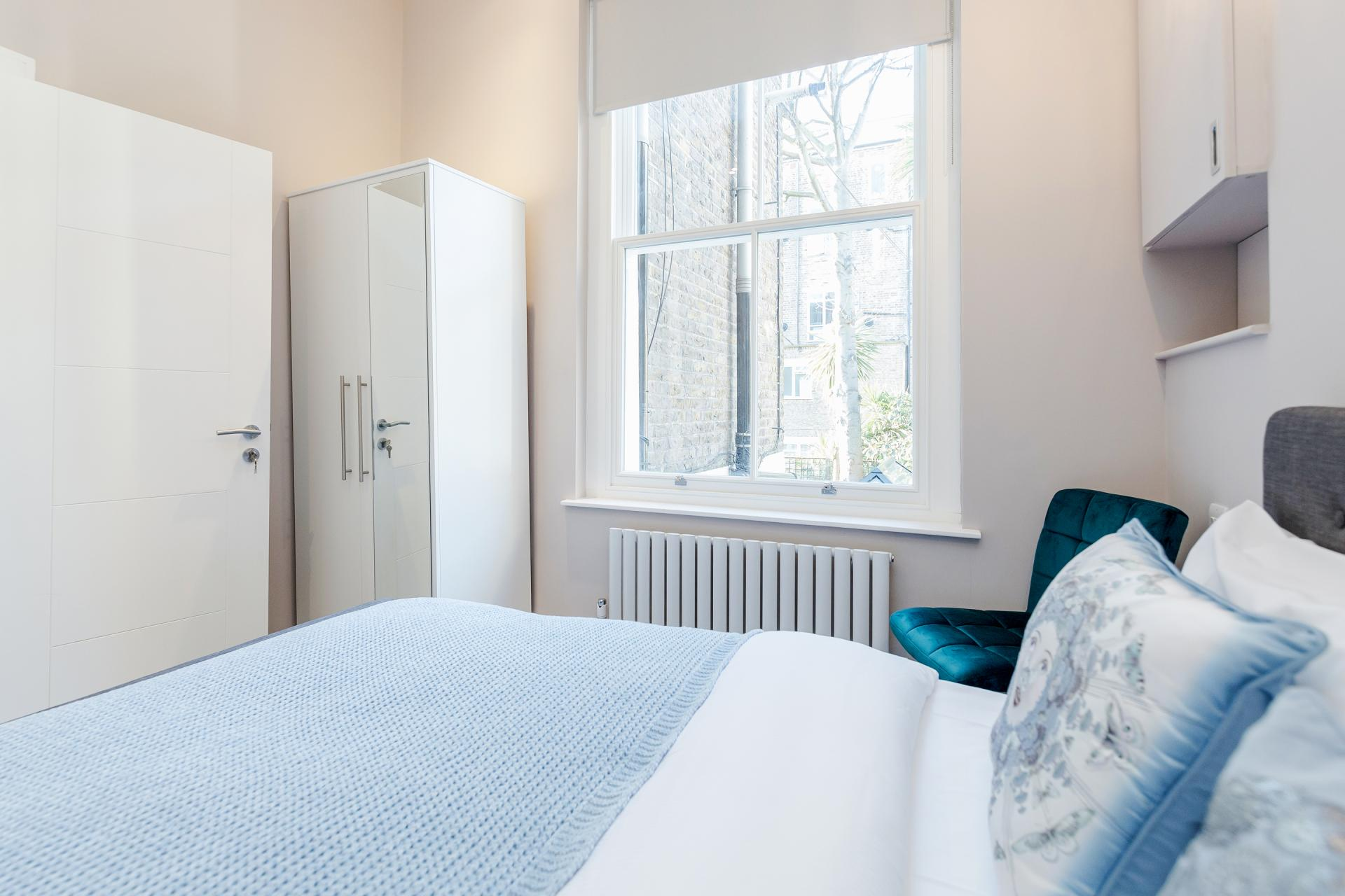 Bed at Notting Hill Style, Ladbroke Grove, London - Citybase Apartments