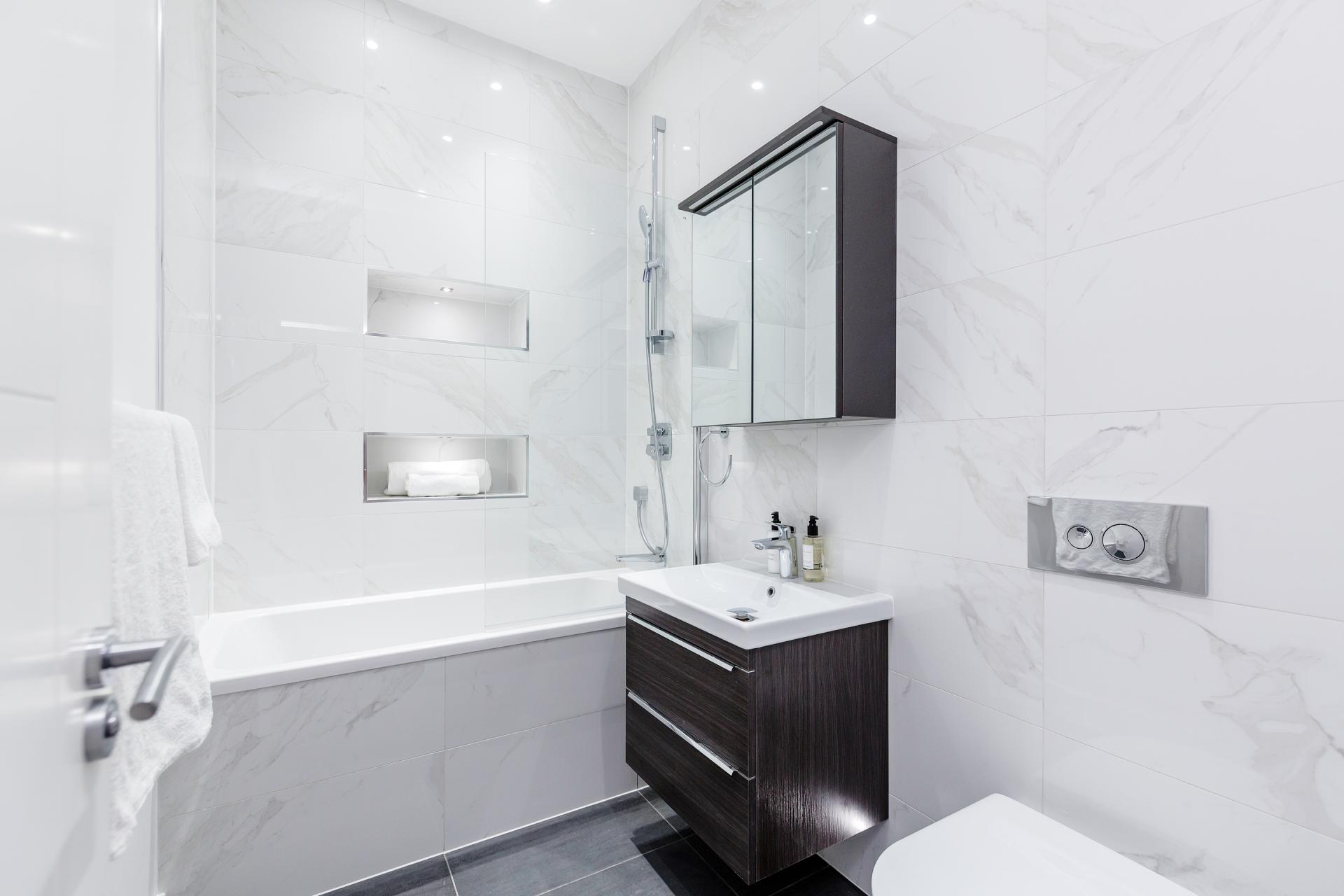 Bathroom at Notting Hill Style, Ladbroke Grove, London - Citybase Apartments