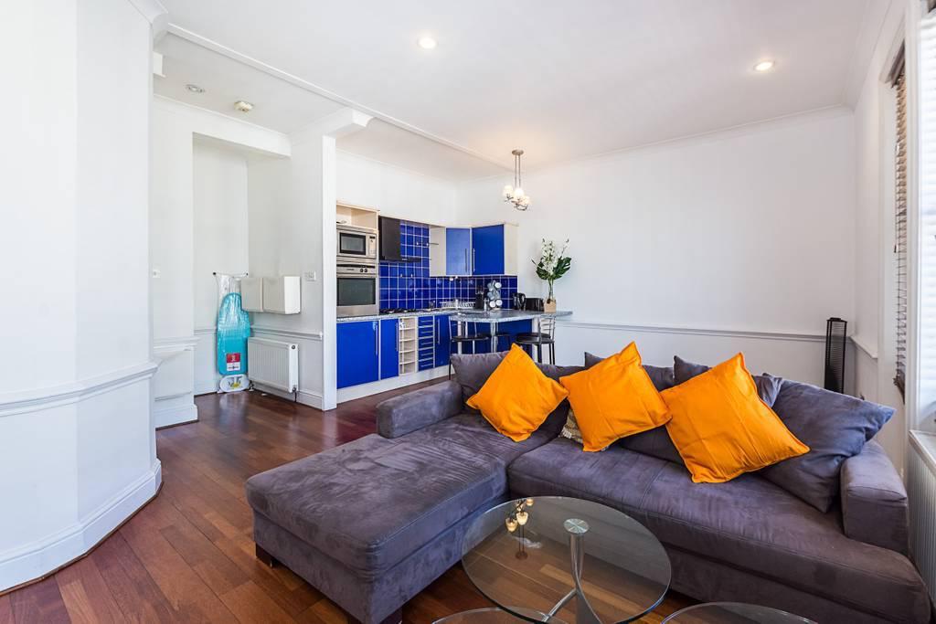 Lounge at Clanricarde Gardens Apartment, Bayswater, London - Citybase Apartments