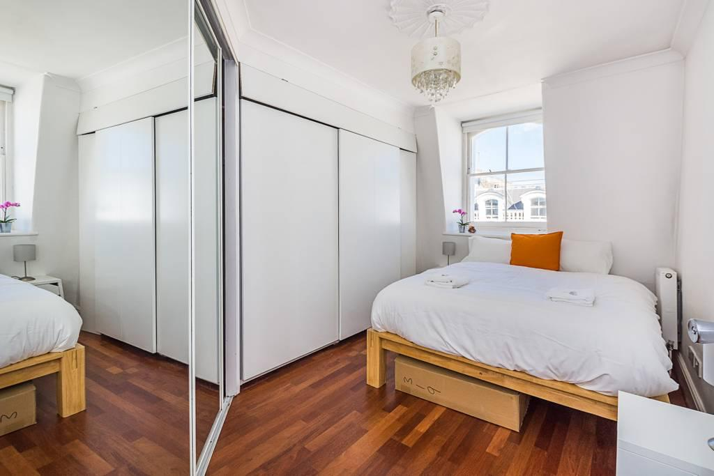 Bed at Clanricarde Gardens Apartment, Bayswater, London - Citybase Apartments