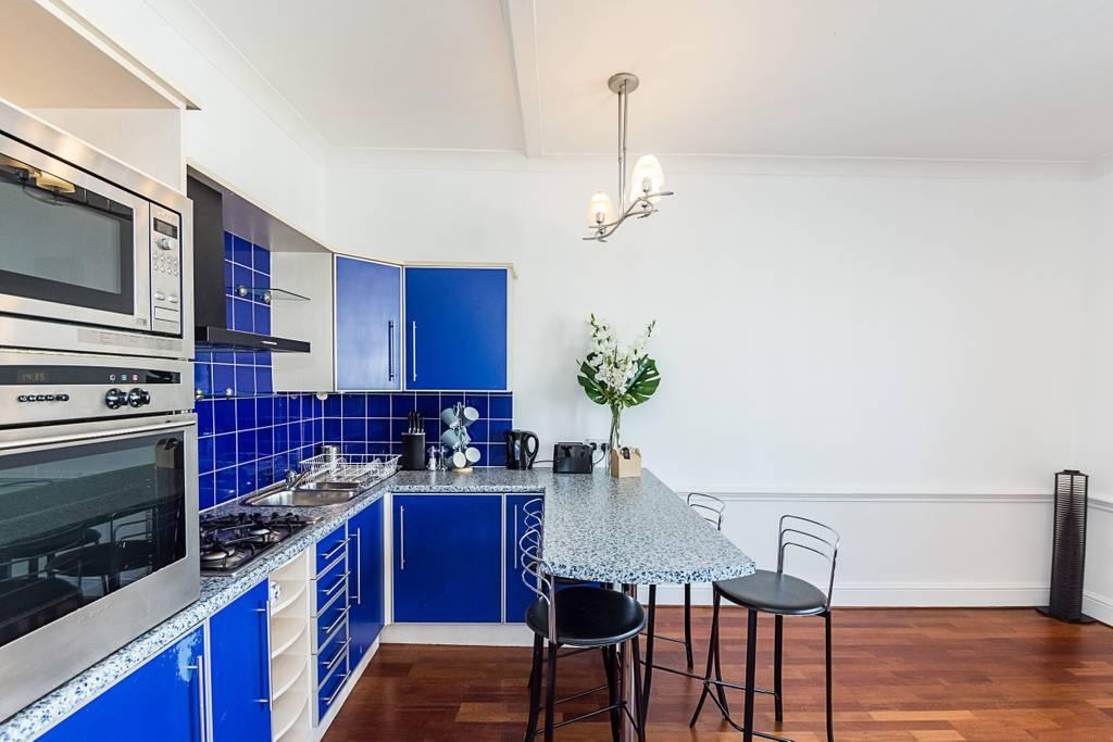 Kitchen at Clanricarde Gardens Apartment, Bayswater, London - Citybase Apartments