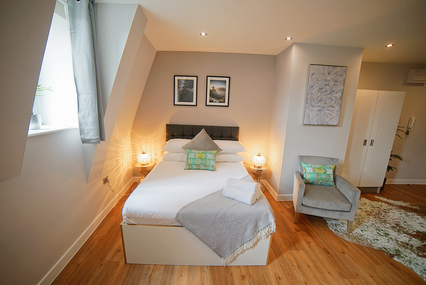 Cosy bed at Prince Street Studios, Centre, Bristol - Citybase Apartments