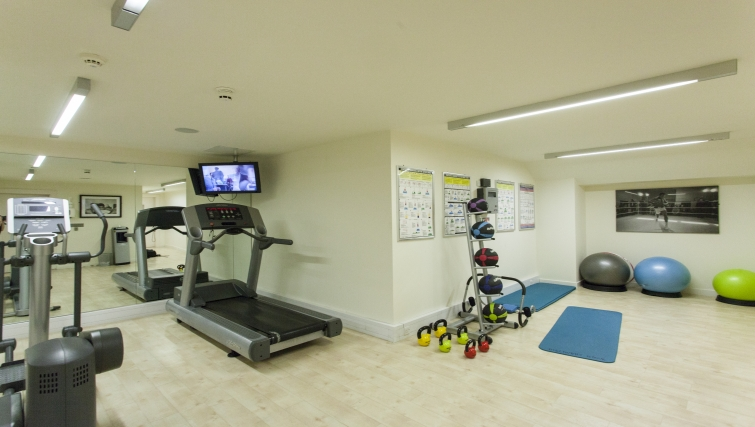 Extensive gym in Discovery Dock Apartments - Citybase Apartments