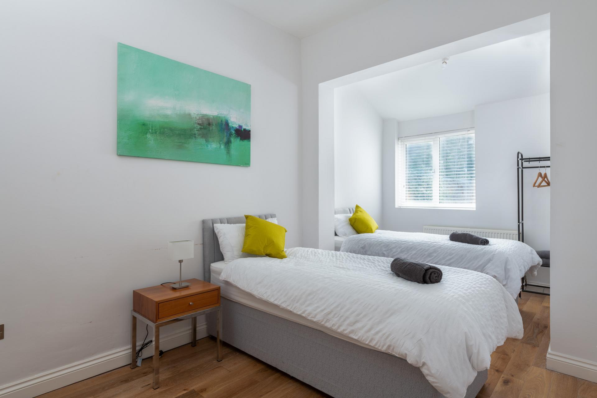 Twin beds at Edgbaston Apartments, Rotton Park, Birmingham - Citybase Apartments