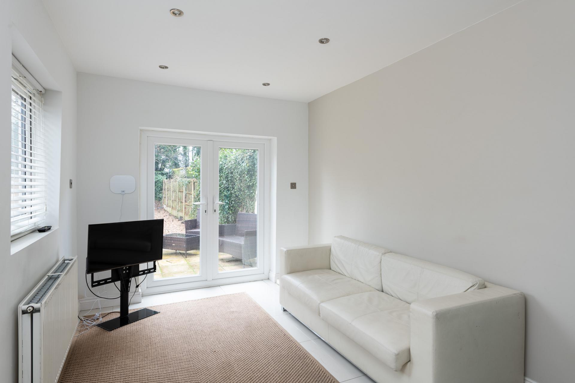 Living room at Edgbaston Apartments, Rotton Park, Birmingham - Citybase Apartments