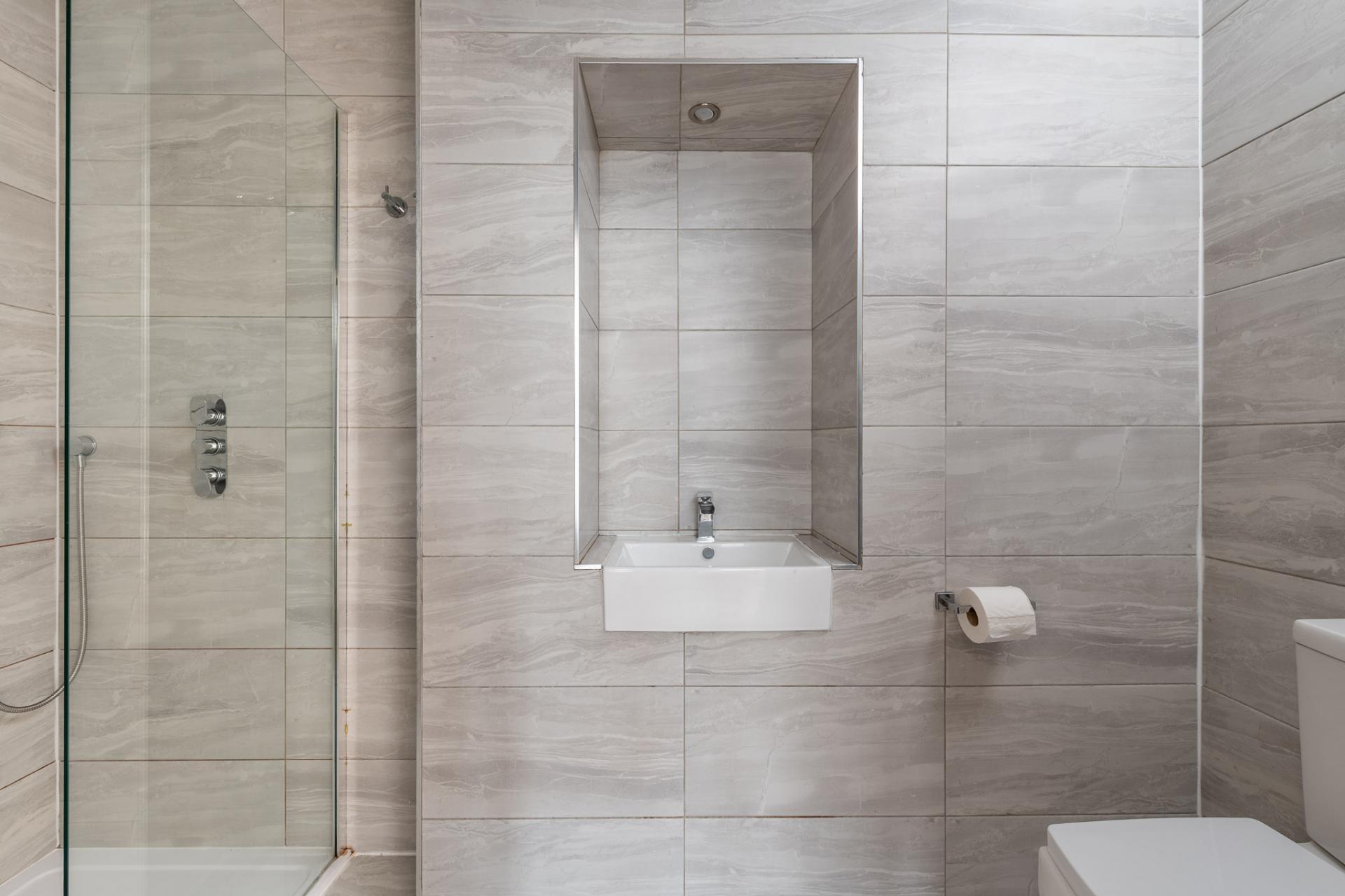 Bathroom at Edgbaston Apartments, Rotton Park, Birmingham - Citybase Apartments