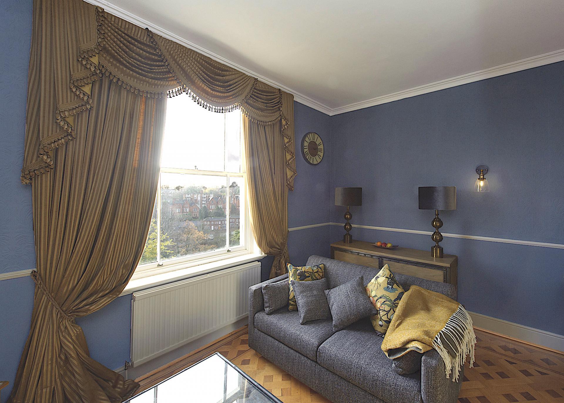 Living area at Nottingham Park View Apartment, Centre, Nottingham - Citybase Apartments