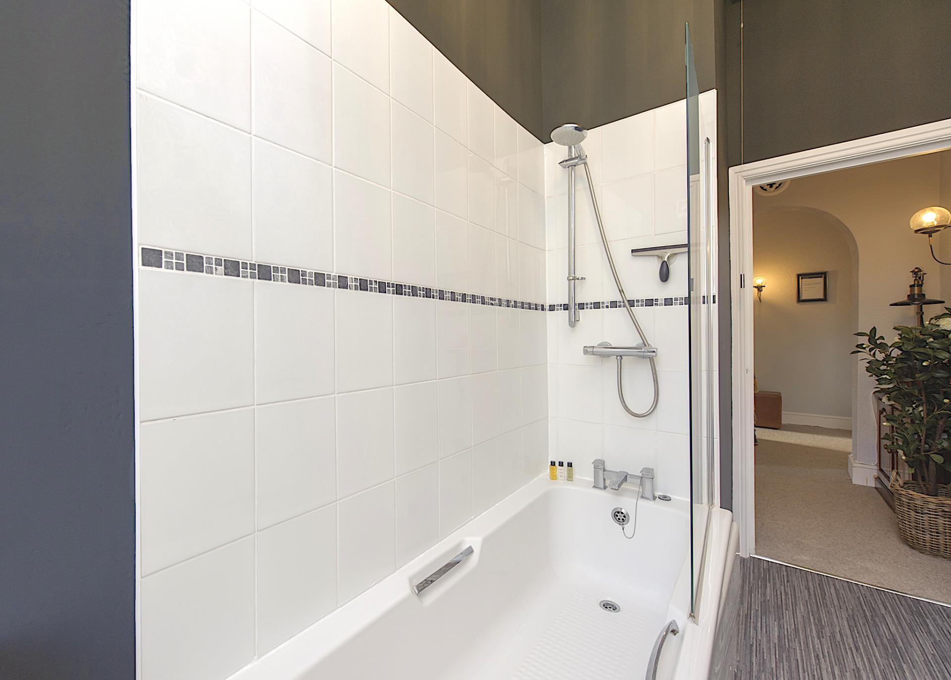 Bathroom at Nottingham Park View Apartment, Centre, Nottingham - Citybase Apartments
