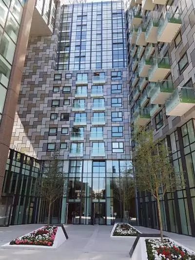 Exterior of Lincoln Plaza, Millwall, London - Citybase Apartments