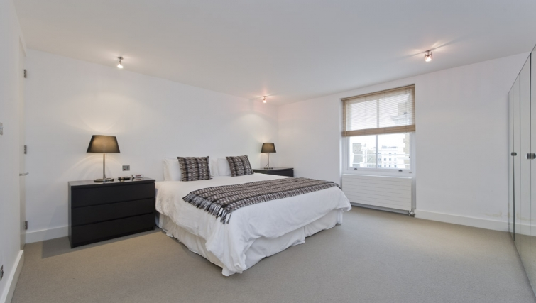 Superb bedroom in Nevern Place Aparthotel - Citybase Apartments