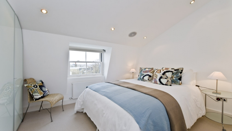 Stunning bedroom in Nevern Place Aparthotel - Citybase Apartments