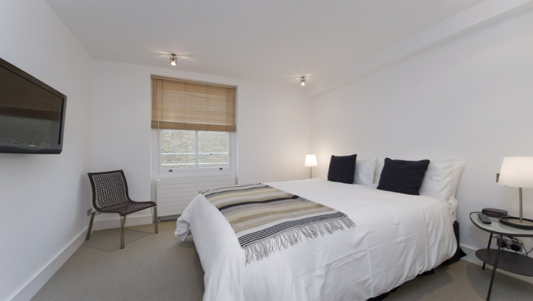 Lovely bedroom in Nevern Place Aparthotel - Citybase Apartments