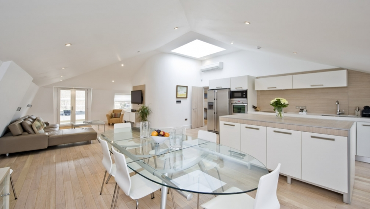 Attractive dining area in Nevern Place Aparthotel - Citybase Apartments