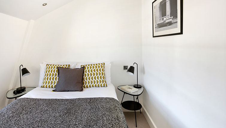 Double bed at Nevern Place Aparthotel - Citybase Apartments