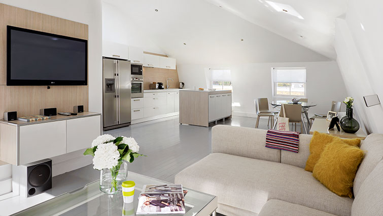 Spacious living area in Nevern Place Aparthotel - Citybase Apartments