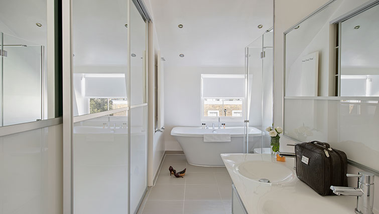 Gorgeous bathroom in Nevern Place Aparthotel - Citybase Apartments