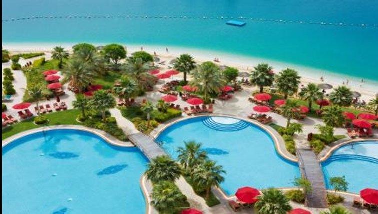 Gorgeous pool in Khalidiya Palace Rayhaan Apartments - Citybase Apartments