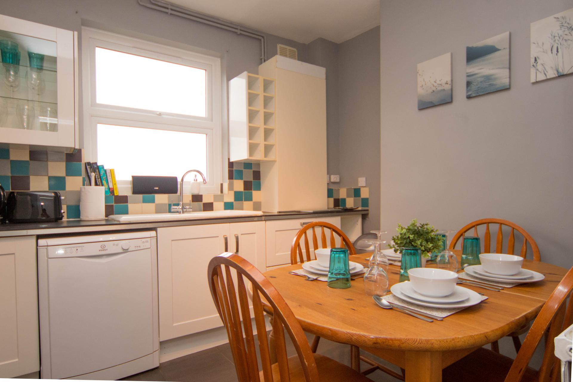 Dining area at Limpenny House, Radford, Nottingham - Citybase Apartments
